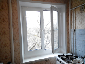 окно с расширителем снизу (под плиту)